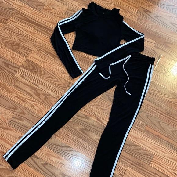Sweatpants & cropped hoodie set